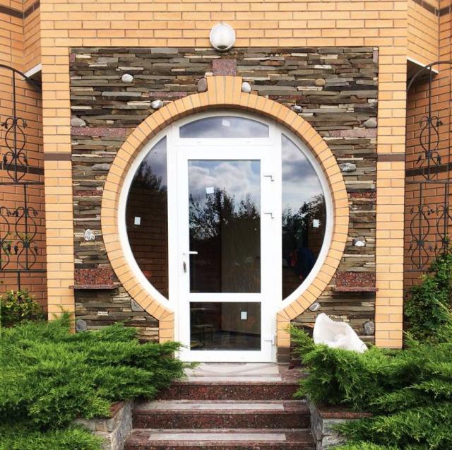 Нестандартная дверь в Полтаве