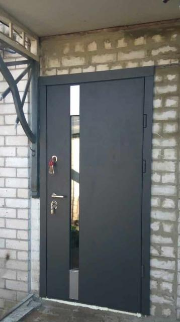 Дверь с алюм. накладками